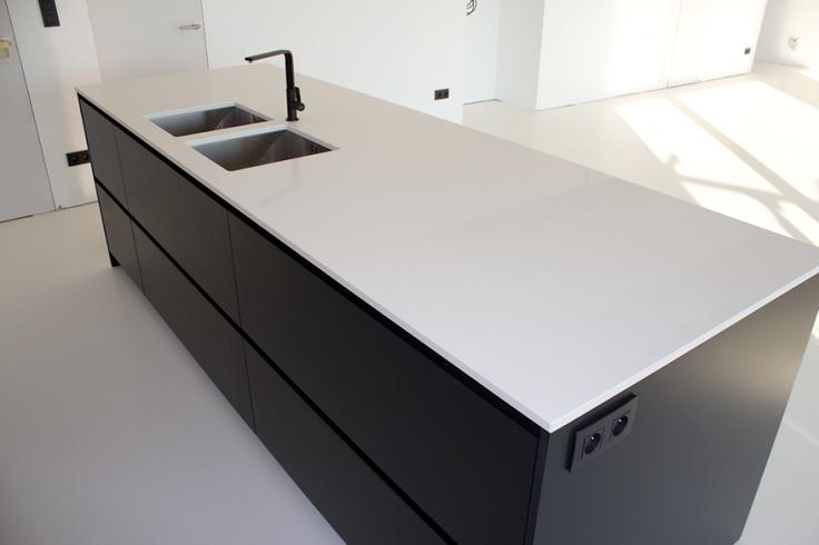 Witte Keuken Met Zwart Werkblad : contrast zwart eiland – wit werkblad Keuken Pinterest