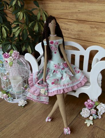 tilde - lots of beautiful dress ideas for this doll!.