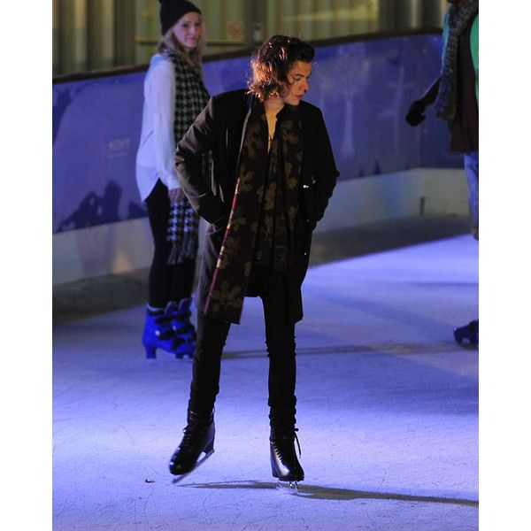 harry styles ice skating ❤ liked on Polyvore featuring harry styles, one direction, harry, 1d and pictures