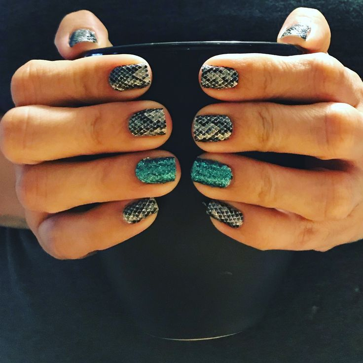 Color Street Amazonia And Blue Lagoon These Nail Strips Are Amazing Together Love This Combo Bebrilli Color Street Nails Color Street Pretty Nails Glitter