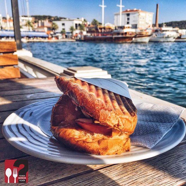 Ayvalık Tostu - Kanelô Cafe / Ayvalık - Balıkesir