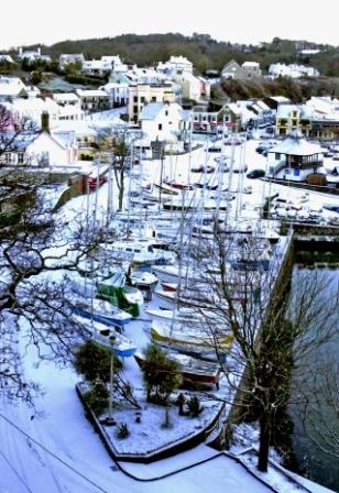 Snow in Saundersfoot! Taken from St Brides Spa Hotel