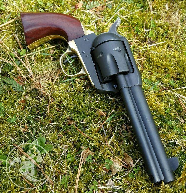 Uberti 1873 Cattleman in 45 Long Colt. #gunsdaily #weaponsdaily #sickguns…