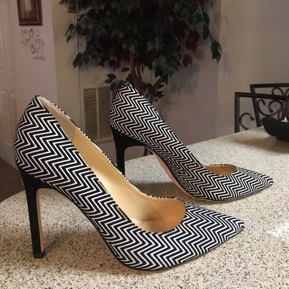 Ivanka Trump Black/White Fabric Pumps 7.5 These are some lovely pumps that  are preowned