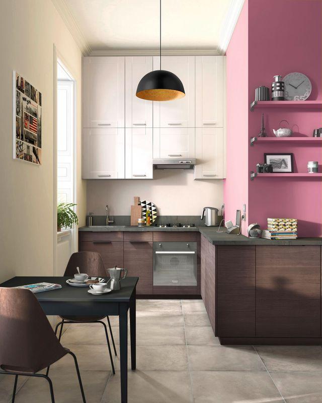 """Cuisine à la peinture rose """"Bollywood"""" et mobilier en bois"""