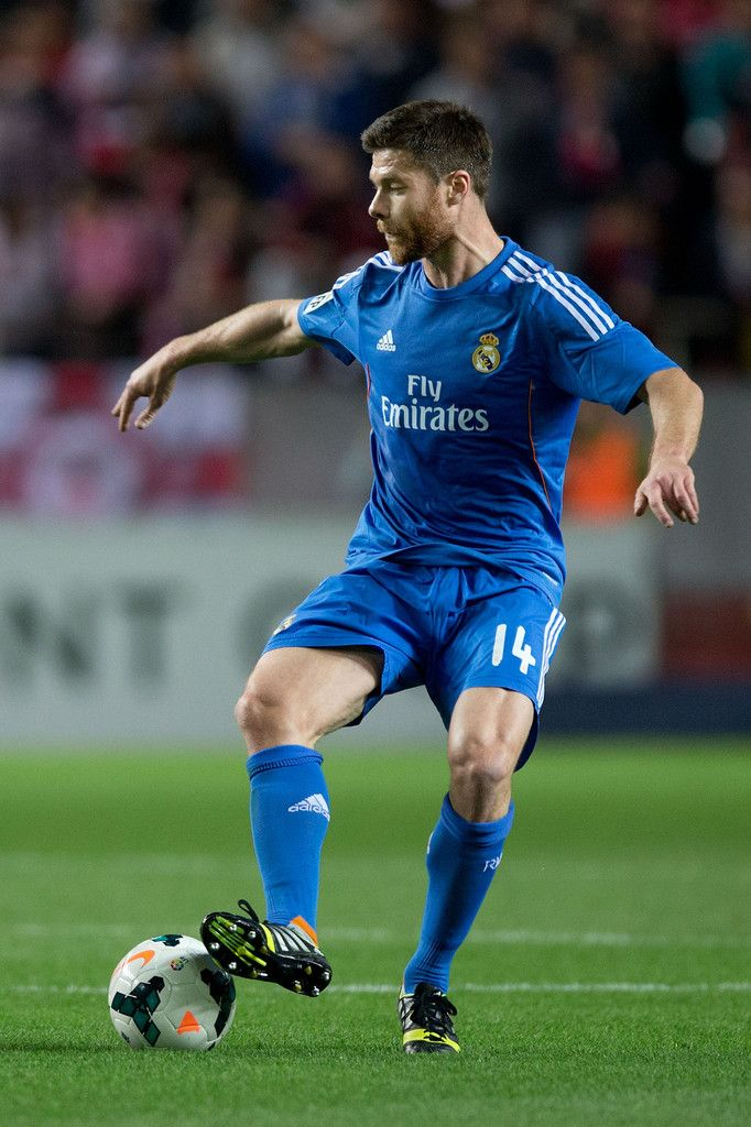 Xabi Alonso controls the ball during the La Liga match between Sevilla FC and Real Madrid CF at Estadio Ramón Sánchez Pizjuán on March 26, 2014 in Seville, Spain.