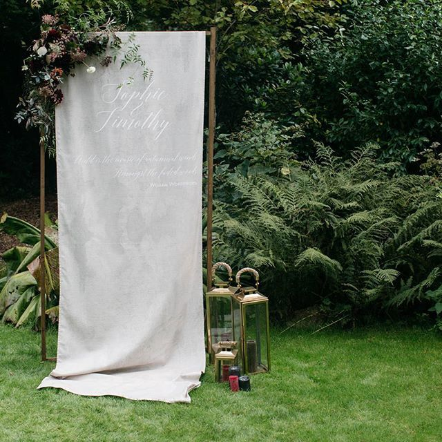 CEREMONY BACKDROP ////// I love creating bespoke backdrops for couple's ceremonies or photobooths. This is the beautiful freestanding fabric backdrop I created for our Autumn Editorial at @weddevon last year. It looked beautiful set up in the gardens and decorated with stunning flowers from @hollybee_flowers