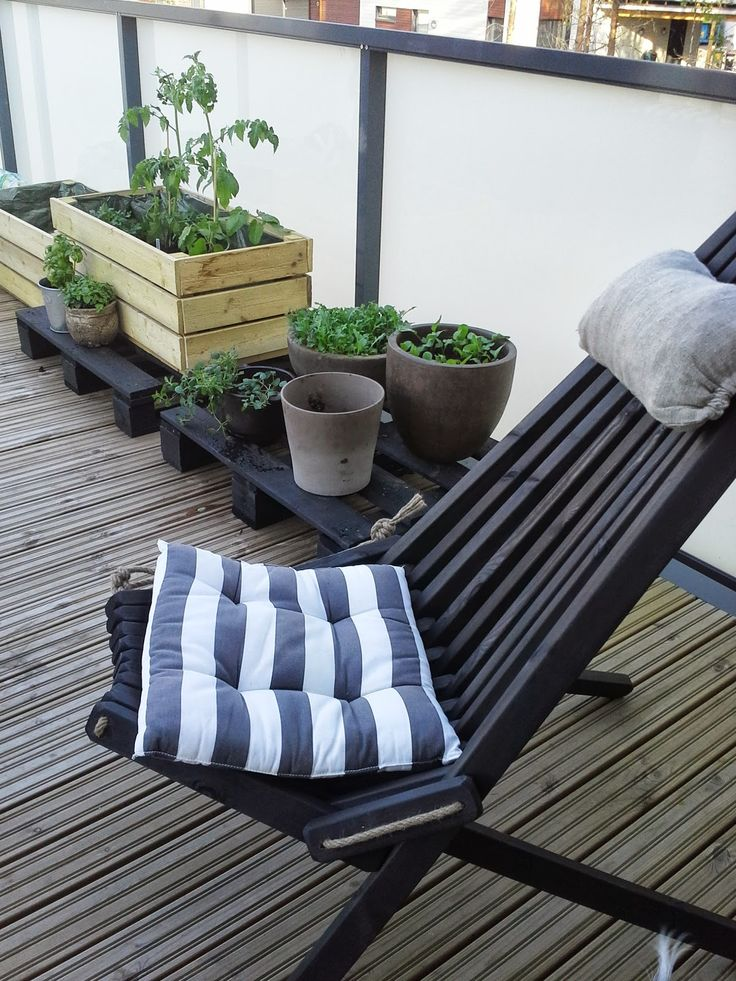 Black NorDeck chair can be used for a stylish and modern setting! © Petra Silvennoinen