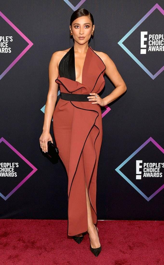 6567e7128d Christina Hendricks from 2018 People s Choice Awards  Red Carpet Fashion