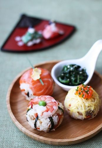 Temari-sushi. This is super cool and I would love learning how to make it. Looks like food-art!