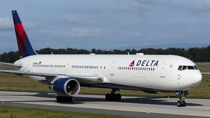 N839MH - Delta Air Lines Boeing 767-400ER photo (35 views)