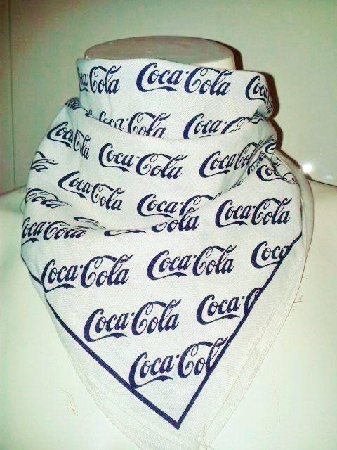 Coca Cola originale, foulard, fazzoletto quadrato, bandana, 1950. Rarità. Cotone 100% bianco con stampa blu scuro.Rockabilly Pin up