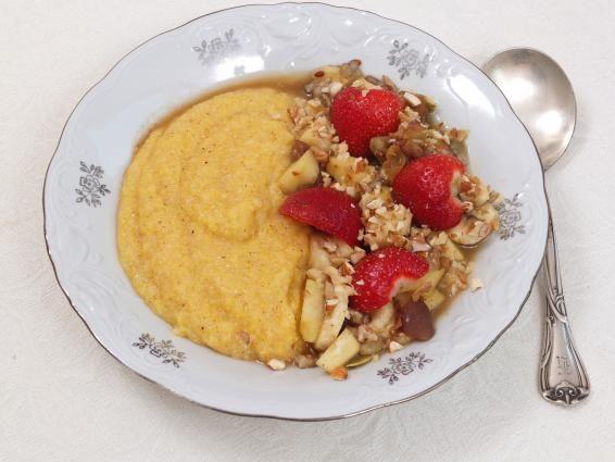 Słodka kasza kukurydziana (polenta) z owocami