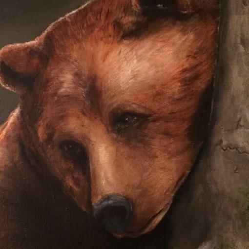 Bruine beer tegen boom | detail van schilderij | Ambacht en Design