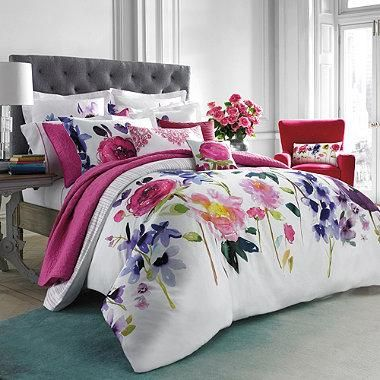 Named after a beautiful island on the West Coast of Scotland, the Taransay comforter set features maxi floral blooms beautifully rendered in a signature, hand-painted watercolor style.