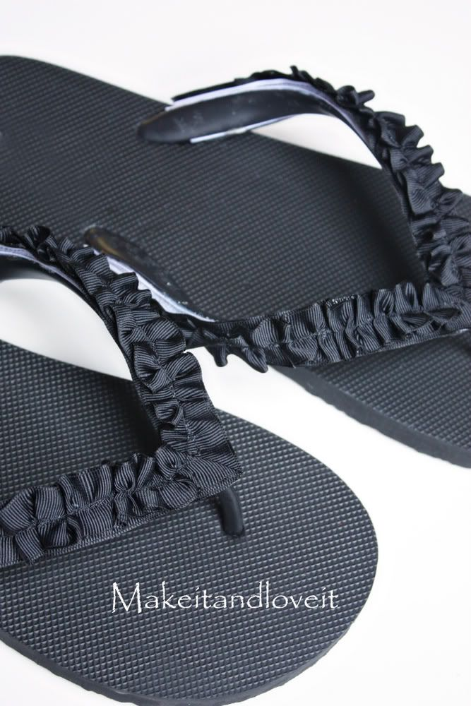 Interchangeable Flip Flops!!  Now that is genius!!  I can't wait to make some ruffles for my plain flip flops!!