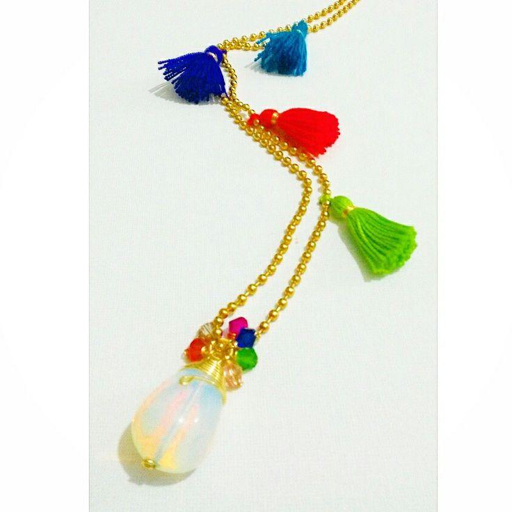 Collar largo con piedra de ópalo micro cristales y pequeños tassels