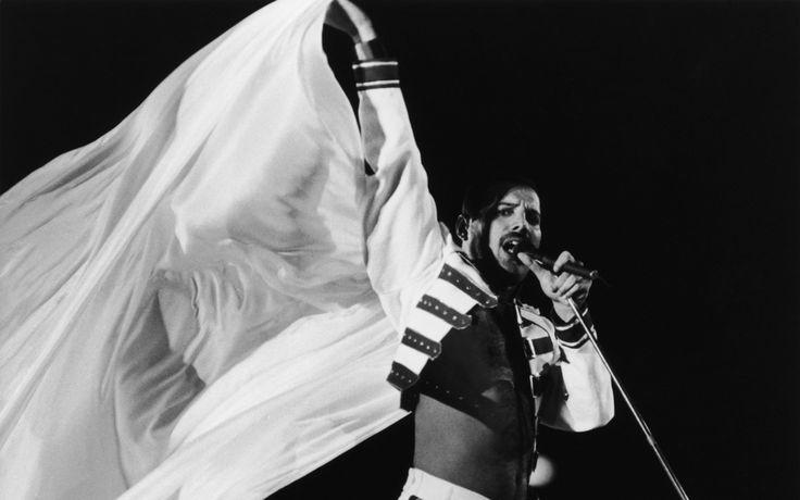 10 хитов Queen, написанных Фредди Меркьюри - http://rockcult.ru/po/freddie-mercury-queen-hits/