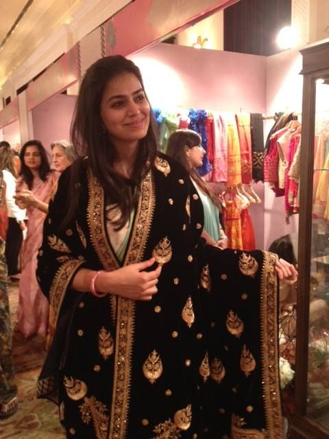 Welcome to day 2 of the #RoyalFables Season 6! Here's a snap of our #TheLuxeCafé founder, Manisha Rao Shekhar trying on a #UmangHutheesing #DesignCollection #shawl.