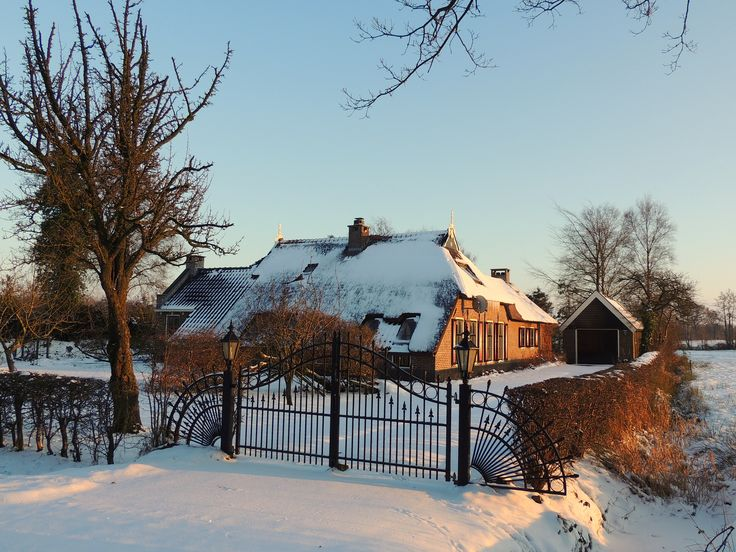 Boerderijtje in Friesland in de winter.
