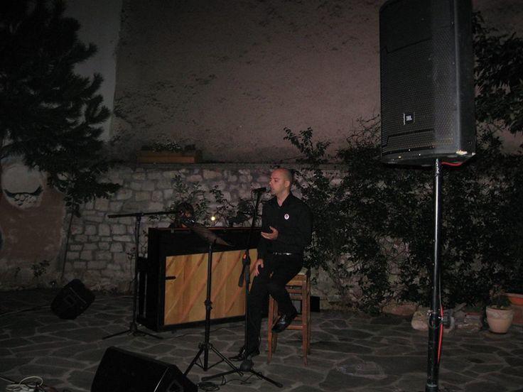 Το Πνευματικό Κέντρο Δήμου Ιωαννιτών και το ΚΕΘΕΑ Ήπειρος διοργάνωσαν απόψε μουσική βραδιά με την Δήμητρα Ηγουμενίδη, στο πιάνο, και τον Αχιλλέα Φρέστα, στο τραγούδι, στην αυλή του ΚΕΘΕΑ Ήπειρος (Κοραή 11).  The Cultural Center of Ioannina and Epirus KETHEA tonight organized musical evening with Dimitra Egoumenidou, piano, and Achilles Fresta, singing in the courtyard KETHEA Epirus (Korai 11).
