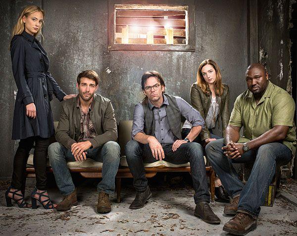 Cast of Zoo: Nora Amezeder, James Wolk, Billy Burke, Kristen Connolly, Nonso Anozie