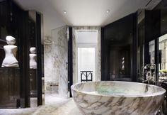 modern luxury bathroom design ideas for your home  | www.bocadolobo.com #bocadolobo #luxuryfurniture #exclusivedesign #interiodesign #designideas #homedecor #homedesign #decor #bath #bathroom #bathtub #luxury #luxurious #luxurylifestyle #luxury #luxurydesign  #masterbaths #tubs #spa #shower #marble #luxurybathroom