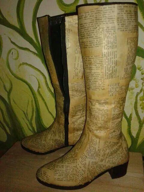Vecchi stivali ricoperti con pagine di un vecchio libro (in lavorazione....da rifinire con passamanerie o strass ecc)