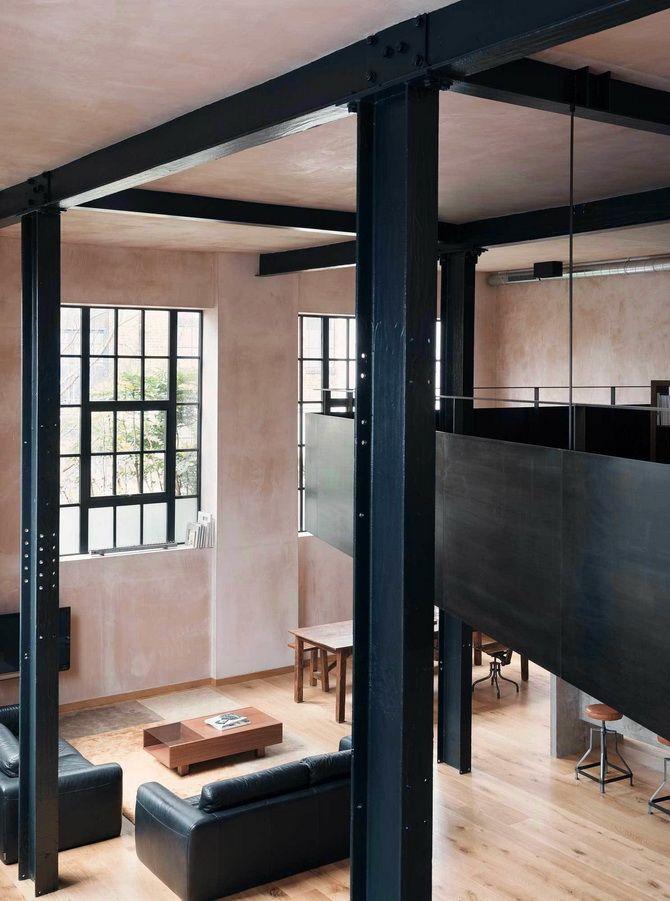 Жилой лофт в здании склада Проектная фирма Sadie Snelson Architects превратила старый склад в Лондоне в современное про...