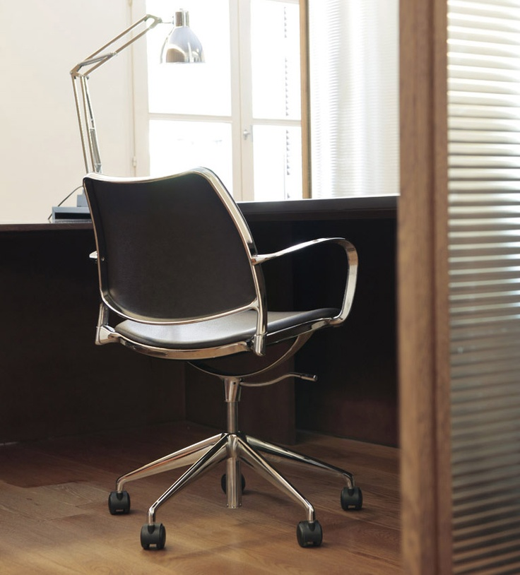Calparsoro offices with STUA's Gas chair on castors.