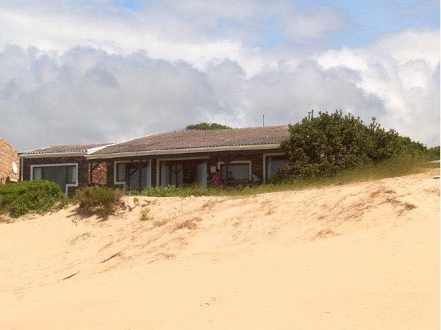 The Unexpected is a superb beach front self-catering house, great for families and those travelling with pets. The house can sleep 8 people in 4 bedrooms and has direct access to the beach at Cannon Rocks, Eastern Cape.