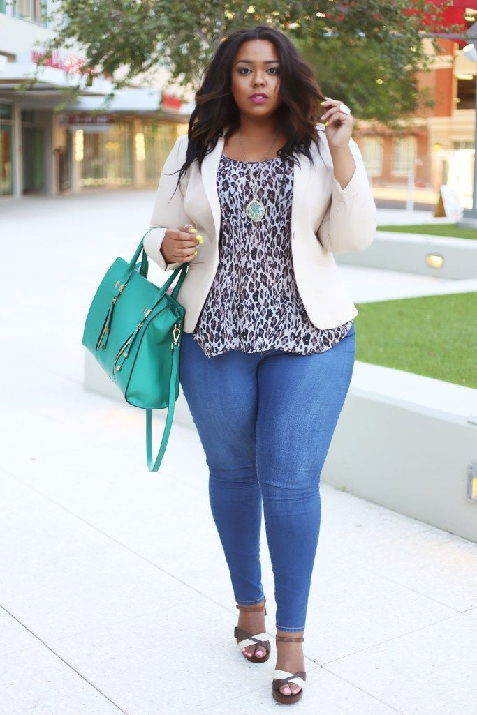 This has resulted in an increased demand for plus size women jeans and they now know that they can buy an attractive pair of jeans for a very reasonable cost without compromising on style and comfort.