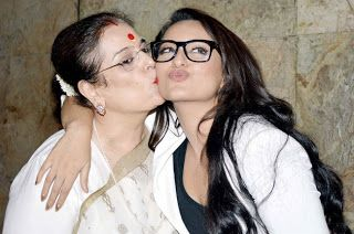 Sonakshi Sinha With her Mom Poonam Sinha Unseen Photo