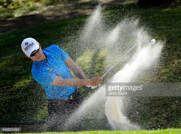 Fotografía de noticias : K.T. Kim of Korea practices for the World Golf...