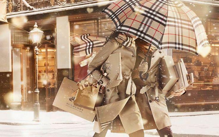 The Charm of Luxury: Il trench coat Burberry compie 100 anni di stile