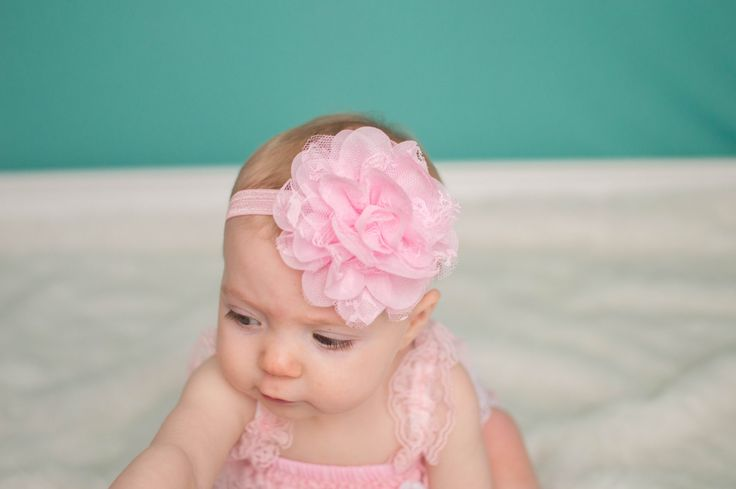 Rosa fiore fascia di pizzo, fascia rosa, prua di capelli del bambino, fascia neonato, bambino Fascia di luce di PinkPoppiesDesigns su Etsy https://www.etsy.com/it/listing/224420855/rosa-fiore-fascia-di-pizzo-fascia-rosa