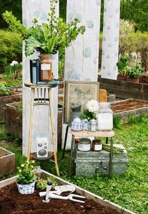 In the garden - Plingsulli - Photowall