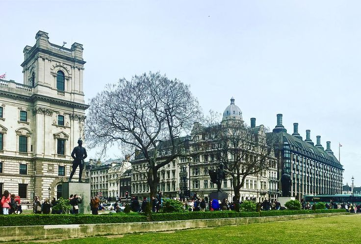 Londonscape.  #london #travel #uk #photography #londoncity #england #wanderlust #unitedkingdom #travelphotography #photooftheday #igerslondon #visitlondon #trip #travelingram #traveler #picoftheday #greatbritain #traverselondon #thisislondon #explore #europe #parliamentsquare #bigben #parliamentsquaregarden #parliamentsquarelondon #westminster #traveling #instatravel #statue #parliament