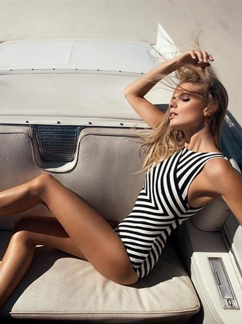 Beautiful Stripe One-piece . . Swimsuit..