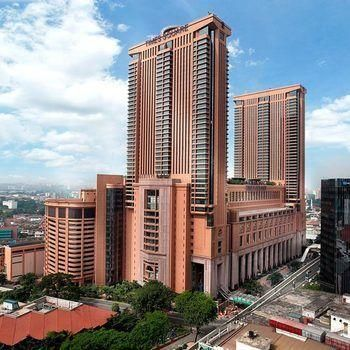 OopsnewsHotels - Apartment Service at Times Square. Apartment Service at Times Square is situated in Kuala Lumpur and is close to the area's popular attractions. It also features outdoor tennis courts, an outdoor pool and a sauna.   This modern property provides squash courts, a currency exchange and a beauty centre. Wi-Fi, a 24-hour reception and a fitness centre are also available.