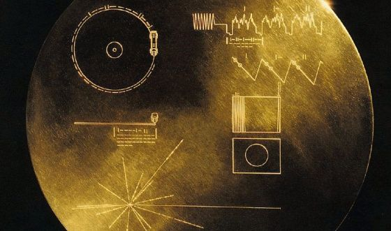 El disco con el mensaje de los terrícolas en las Voyager. / NASA