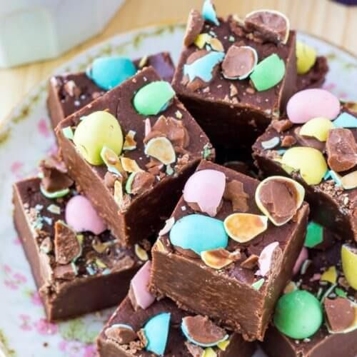 Chocolate fudge that's smooth, creamy & topped with mini eggs. Perfect for Easter.