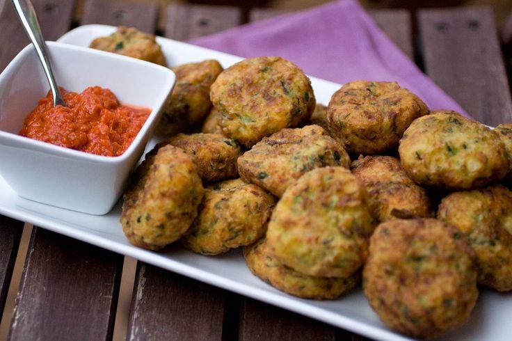 Polpette di zucchine e feta http://www.chezuppa.it/recipes/view/polpette-di-feta-e-zucchine  #polpette #patate #zucchine #feta #formaggio #secondipiatti #fritto #cucinaitaliana