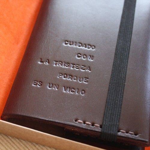 """Libreta """"nota y garabato"""" ejemplo grabado en portada"""
