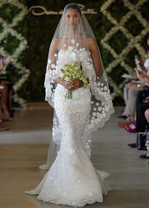 Robe de mariée Oscar de la Renta disponible sur le site Once Wed