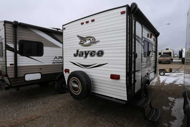 2016 New Jayco Jay Flight Slx 145 RB Travel Trailer in Montana MT.Recreational Vehicle, rv, 2016 Jayco Jay Flight Slx 145 RB, 2016 Jayco Jay Flight Slx 145 RB Travel Trailer, 2016 Jayco Jay Flight SLX 145 RB (Rear Bath) Baja Edition travel trailer, Caramel 3 interior decor. Large front dinette makes into 54x80 twin bed, 24x60 side sofa across from kitchen, wardrobe closet next to entry and rear bath. When you're having on-the-go fun, there's bound to be loads of foot traffic, so the Jay…