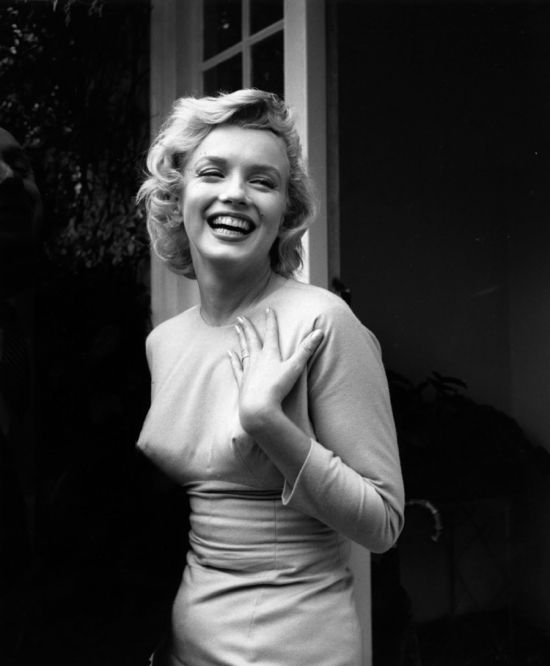 Marilyn Monroe shows off her wedding ring.