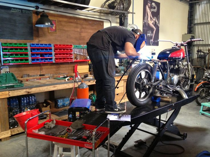 1158 best motorcycle workshops images on pinterest for Garage custom moto