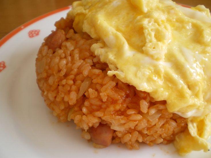 炊飯器で簡単にしっかり味のチキンライスの出来上がり~♪ 後はとろとろ卵をのせるだけなので楽チンです(*^▽^*)ノ