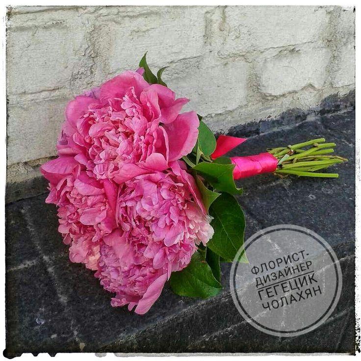 Букет невесты из розовых пионов.
